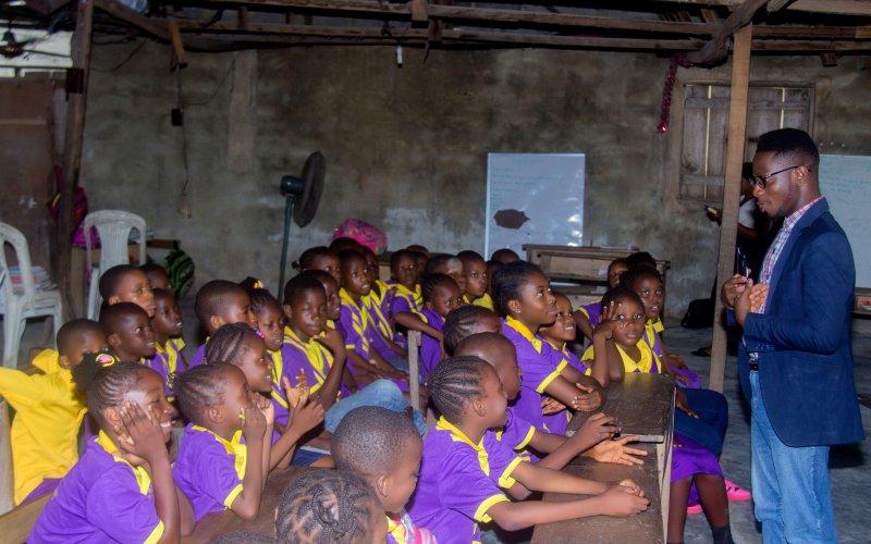 Tosin Ikuyiminu talking to School children at AVW Career Education CSR initiative